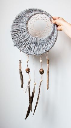 A cozy moon dreamcatcher for fall! DIY Tutorial