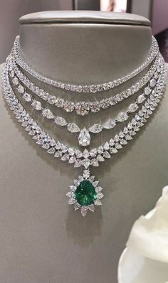 A beautiful diamond and emerald necklace. Source by nikkibraar Necklaces Cute Jewelry, Wedding Jewelry, Jewelry Necklaces, Diamond Necklaces, Jewellery Box, Diamond Jewelry, Real Diamond Necklace, Emerald Jewelry, Silver Jewelry