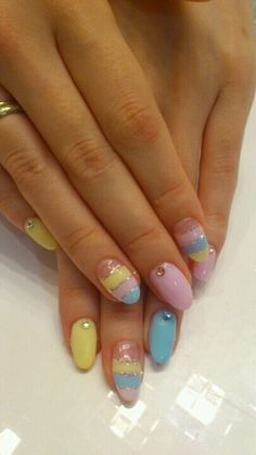 So pretty!! im really feeling the oval nails agsin!! EASTER NAILS