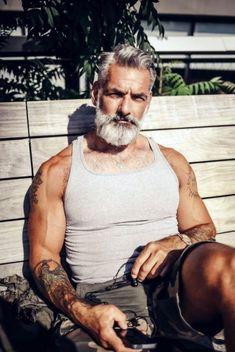 Pin by Mareuugaux H on Barbu in 2019 Hair, beard styles, h beard silver - Beard Beard Styles For Men, Hair And Beard Styles, Silver Foxes Men, 40 Year Old Men, Old Man Fashion, Older Mens Fashion, Grey Hair Men, Handsome Older Men, Handsome Bearded Men