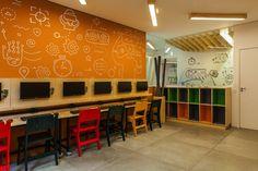"""""""Nesta escola de programação para crianças, a arquitetura é pura diversão.' Projeto:  Studio dLux - Post do casavogue.globo.com"""
