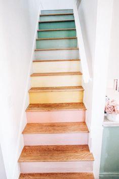 Escadas do arco-íris - Diy Projekte -Trair! Escadas do arco-íris - Diy Projekte - Staircase Makeover, Diy Wood Projects, Home Projects, Design Projects, My New Room, House Rooms, Dorm Rooms, Diy Home Decor, Pastel Home Decor
