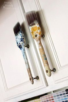 Old Paintbrush Cabinet Door Handles Türgriffe aus alten Pinseln! The post Old Paintbrush Cabinet Door Handles appeared first on Werkstatt ideen. My Art Studio, Dream Studio, Art Studio Decor, Studio Ideas, Garage Art Studio, Paint Studio, Studio Design, Design Design, House Design