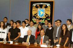 m.e-consulta.com | Slim recuerda su paso por la UNAM y sus maestros excepcionales | Periódico Digital de Noticias de Puebla | México 2015