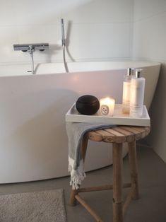 Kuistin kautta: TALOKIERROS: Kylpyhuone Bad, Stool, Contemporary, Bathroom, Interior, Projects, Inspiration, Furniture, Flower