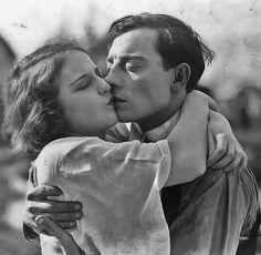 Buster Keaton and Viola Dana. NGGGH. Best kiss ever >.