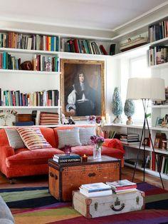 Estanterías para organizar una biblioteca en el salón