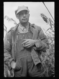 this image of a farm worker helps give ideas on how to dirty up and wear out the items of clothing that will be put together to help create the final look of proctors farmer costume. Old Pictures, Old Photos, Vintage Photos, Call Of Cthulhu, Vintage Farm, Vintage Denim, Vintage Outfits, Vintage Fashion, Of Mice And Men