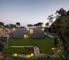Maison contemporaine avec terrain de foot #architecture #maisonmoderne #maisoncontemporaine #maisondesign