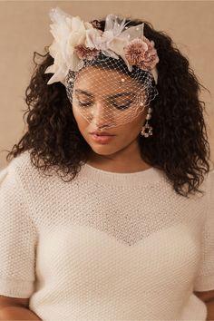 Ivory Fascinator, Feather Headpiece, Flower Veil, Bridal Hair Flowers, Flower Crown Bride, Bride Accessories, Wedding Hair Accessories, Wedding Jewelry, Wedding Trends