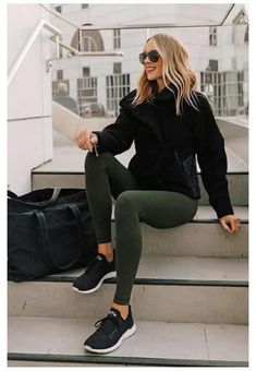 Teen Fashion Outfits, Fall Outfits, Winter Outfits With Skirts, Leggings Outfit Summer Casual, Casual Leggings Outfit, Shoes For Leggings, Tribal Leggings, Sporty Fashion, Dresses With Leggings