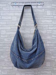 Hobo bag slouchy tote handbag purse shoulder recycled by BukiBuki Supernatural Style Diy Jeans, Denim Bags From Jeans, Mochila Jeans, Sacs Tote Bags, Hobo Bags, Diy Sac, Denim Ideas, Denim Crafts, Recycled Denim