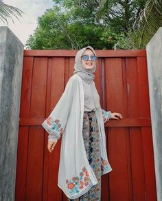 How to Style Hijab With Boho Looks outfit hijab How to Style Hijab With Boho Looks - Summer Dresses Casual Hijab Outfit, Hijab Chic, Hijab Dress, Casual Summer Outfits, Ootd Hijab, Casual Winter, Women's Casual, Hijab Fashion Casual, Boho Fashion Summer