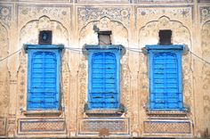 Ducks in a line - beautiful blue windows in Mandawa havelis