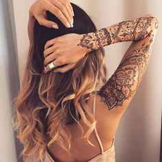 The magic of henna tattoo in more than 90 awesome photos You may have already seen these exotic or oriental tattoos that give tattooed women a sensual and even more feminine look. Henna designs are currently. Lace Sleeve Tattoos, Henna Tattoo Sleeve, Unique Half Sleeve Tattoos, Sleeve Tattoos For Women, Female Arm Sleeve Tattoos, Wrist Tattoo, Henna Tattoo Designs, Tattoo Sleeve Designs, Girl Shoulder Tattoos