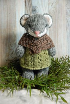 Little Knitted Woodland Mouse with Wool Dress and Shawl