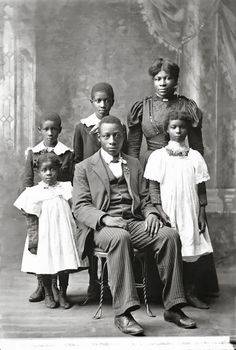 Vintage Images of African American Families We Love! - Black Southern Belle African American Artwork, African American Makeup, African American Hairstyles, Native American History, African American History, American Photo, American Life, American Women, History Photos