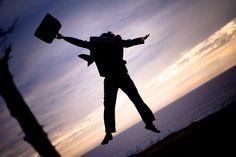 Fim de ano, vida nova e o que não falta são planos e projetos para começar 2015 de um jeito diferente.Pensando nisso, o Catraca Livre separa algumas dicas para você que está pensando em arrumar um novo emprego ou, quem sabe, respirar novos ares ou dar o primeiro passo em busca de uma nova oportunidade.
