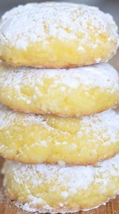 These Lemon Gooey Butter Cookies are easy, delicious and consistently great. With just seven ingredients these buttery lemon cookies melt in your mouth. Lemon Recipes, Baking Recipes, Sweet Recipes, Top Recipes, Simple Recipes, Recipies, Bake Sale Recipes, Shake Recipes, Baking Ideas