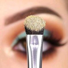 Half Cut Crease, Cut Crease Eye, Beauty Makeup, Eye Makeup, Cut Crease Tutorial, Makeup Techniques, Eyeshadow Looks, Video Tutorials, Videos