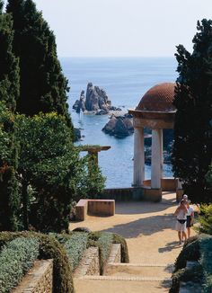Apartments in Barcelona;  Excursions in Barcelona, Costa Brava & Catalunya; Barcelona Airport Private Arrival Transfer. Only positive feedback from tourists. http://barcelonafullhd.com/transfer-from-barcelona-airport/ http://www.barcelonawow.com/en/transfer Costa Brava, Girona, Catalonia (Spain)