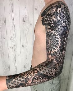 Oriental Ornament Tattoo Sleeve by Nissaco Search inspiration for a Geometric tattoo. Thx all the way from Ireland ? Geometric Sleeve Tattoo, Geometric Tattoos Men, Geometric Tattoo Design, Arm Sleeve Tattoos, Modern Tattoos, Head Tattoos, Tattoo Sleeve Designs, Mandala Tattoo Design, Tattoo Designs Men