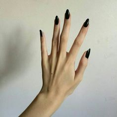 False nails have the advantage of offering a manicure worthy of the most advanced backstage and to hold longer than a simple nail polish. The problem is how to remove them without damaging your nails. Trendy Nails, Cute Nails, Hair And Nails, My Nails, Glitter Nails, Nagel Gel, Nail Inspo, Long Nails, Long Black Nails