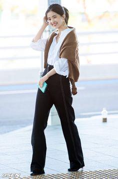 Kpop Fashion, Daily Fashion, Spring Fashion, Winter Fashion, Fashion Outfits, Runway Fashion, Womens Fashion, Japanese Fashion, Modern Fashion