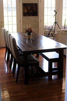 DIY farmhouse tables. Get to work, Evan! I need a farmhouse table!