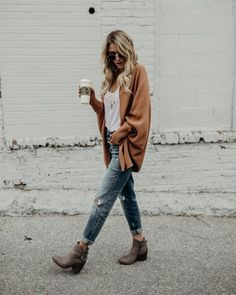 clothes for women,casual outfits,base layer clothing,casual outfits Jean Outfits, Boho Outfits, Casual Outfits, Fashion Outfits, Womens Fashion, Ladies Fashion, Fashion Ideas, Fashion Trends, Cold Weather Outfits Casual