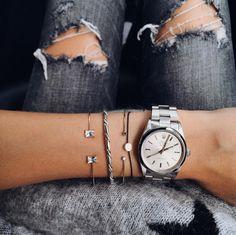 Large montre masculine + bracelets ultra fins = le bon mix (instagram Marie von Behrens)