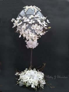One of the biggest trends we've seen this year is incorporating balloons into your wedding design. Wedding Balloon Decorations, Wedding Balloons, Birthday Decorations, Wedding Centerpieces, Tableaux Vivants, Balloon Flowers, Balloon Columns, Iftar, Deco Table
