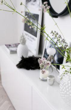 35 Scandinavian Living Room Design for Best Home Decoration Decoration Inspiration, Interior Design Inspiration, Room Inspiration, Interior Styling, Interior Decorating, Decorating Ideas, Led Shop, House Of Philia, Home Decoracion