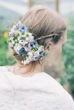 Delicate and romantic seasonal wedding hair flowers � beautiful alternatives to the flower crown