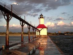LighthousePictures.net - Great Lakes Lighthouses | Photos of Lighthouses | Sunsets | Piers | Boats | Shoreline