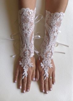 Long Ivory Wedding gloves bridal gloves lace por GlovesByJana