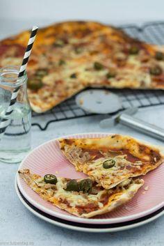 Flammkuchen im Pizza Style. Mit Chorizo, Chilis, Thunfisch und Gouda. #schnell #einfach #schnelleküche #pizza #flammkuchen #rezept