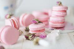 KakkuKatri: Ruusu-macaronsit ystävälle No Bake Cookies, Baking Cookies, Mini Cupcakes, Macarons, Panna Cotta, Food And Drink, Ethnic Recipes, Desserts, Pictures