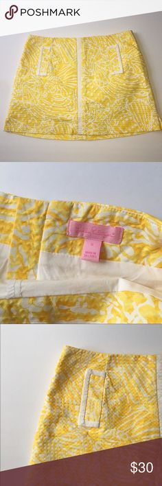 """Size 6 Lilly Pulitzer January Skort This fun """"January"""" Lilly Pulitzer Skort in a beautiful yellow print, Sunglow Yellow Sea Cups, has only been worn twice and is in perfect condition. Size 6 with built in shorts, comes from a smoke free home. Lilly Pulitzer Skirts Mini"""