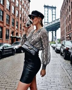 🐯One more day, one more animal printed look. This time Shoppisticated rendered in snake print and paired with a statement leather skirt. Fall Fashion Outfits, Only Fashion, Fashion 2020, Autumn Fashion, Womens Fashion, Blusas Animal Print, Animal Print Blouse, Animal Print Fashion, Fashion Prints