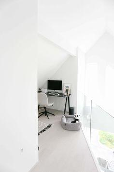 I samarbeid med Adlibris Det føles godt å være tilbake i gode jobbrutiner, og jeg trives med det nye hjemmekontoret mitt! Det er langt ifra ferdig, og jeg venter på både smijernsvegg, gulvteppe og veggdekor – men likevel føles det godt å ha et kreativt hjørne i leiligheten hvor jeg kan trekke meg unna å …