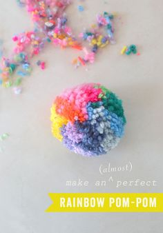 Rainbow pom-pom diy have fun. how to make a pom pom, pom pom Pom Pom Crafts, Yarn Crafts, Pom Pom Diy, Easy Diy Crafts, Craft Stick Crafts, Pom Pom Maker, How To Make A Pom Pom, Crafts For Teens To Make, Do It Yourself Crafts