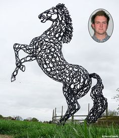 very cool | sculptor makes animals from horse shoes ... soooo @Kerry Aar Lott !!!