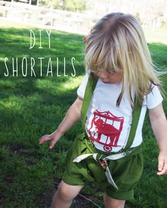 How badly do you want to put a little one in a pair of shortalls right now? This is Maude maudeling (ha) them for me – and yup that dip dye hair of hers is all na-tu-ral. These DIY Shortalls …