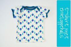 t-shirt enveloppehals by Oontje, via Flickr