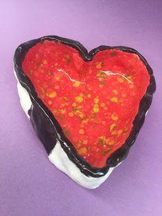 Kim & Karen: 2 Soul Sisters (Art Education Blog): Heart Pinch Pots - Happy Valentine's Day http://2soulsisters.blogspot.com/2017/02/heart-pinch-pots-happy-valentines-day.html