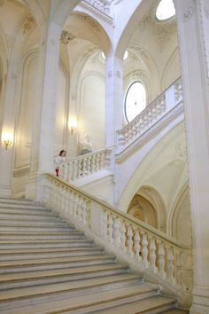 The stairs that lead to the floor, to the performer's quarters Renaissance Architecture, Classical Architecture, Beautiful Architecture, Art And Architecture, Architecture Details, Renaissance Art, Louvre Paris, Paris 2015, Grand Homes
