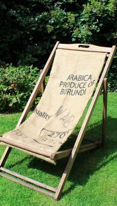 Donnez un effet vintage à votre chaise longue en teck lorsqu'elle est abimée. Une idée récup facile et peu coûteuse pour profiter de votre terrasse sans vous ruiner !  #DIY #tuto #tutoriel #tutorial #faitmain #handmade