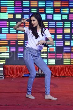 Shraddha Kapoor and her 'Haider' co-star Shahid Kapoor are seen here at 'Haider' promotions at Umang College festival in Mumbai. The two stars seem t. Stylish Dress Designs, Stylish Dresses, Cute Girl Poses, Cute Girls, Bollywood Celebrities, Bollywood Actress, Sraddha Kapoor, Shahid Kapoor, Cute Preppy Outfits