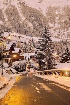 I am sharing some interesting snow images of the winter 2017 with you. great photography of winter like fog photography, iceberg photography and snowfall photography (Snow Images). Winter Szenen, Winter Love, Winter Is Coming, Winter Season, Winter Christmas, Christmas Lights, Vintage Christmas, Winter Cabin, Christmas Tree